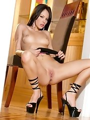 tight babe Jenna Presley spreads her legs wide
